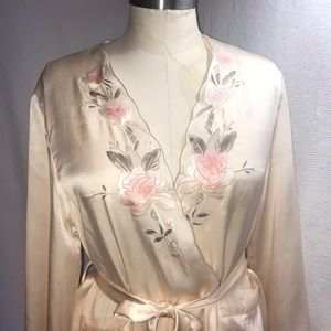 pure silk M/L pale pink embroidered robe